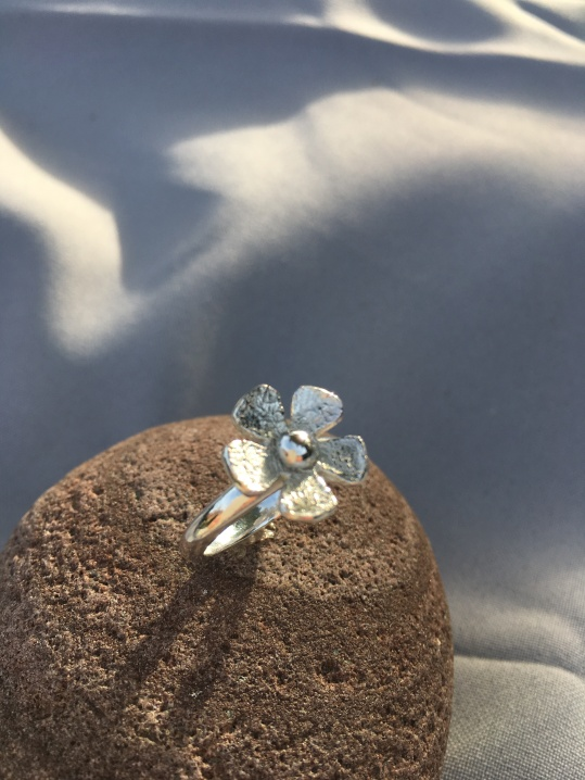 Five petal flower ring